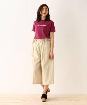 軽やかさをプラス!ベージュの麻・リネンブレンドパンツを着こなす夏スタイリング集