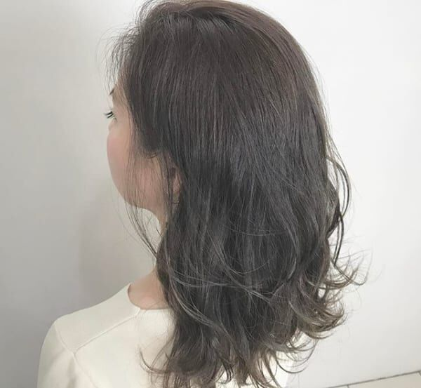 暗髪さん必見!夏でも重く見えにくいおすすめスタイルをご紹介します♪