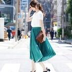 夏のプリーツスカートはこう着こなす!清楚な印象を上げる大人の夏コーディネート