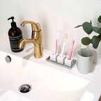 洗面所をすっきりさせる便利グッズ!100均の歯ブラシスタンドを使ってみよう