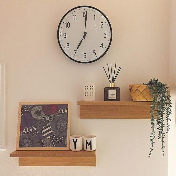 シンプルな壁に彩りを添える♡飾り棚を使った壁面ディスプレイ術8選