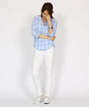 清潔感をプラスするスマートな「ブルーシャツ特集」秋まで着こなせるおすすめ15選をご紹介
