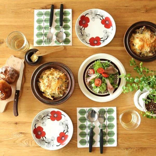 秋の食卓にマッチする♪アラビアの人気シリーズ、ルスカのある素敵なテーブル風景