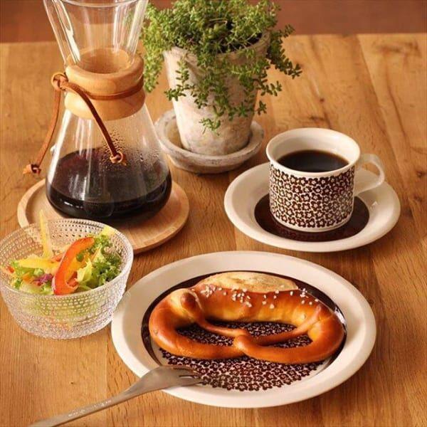 北欧ヴィンテージ【ARABIA*Faenza/ファエンツァ 】の小花柄食器がある食卓風景☆