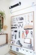 壁面やデッドスペースを使って吊るす・かける収納に!家中をスッキリとさせるアイデア