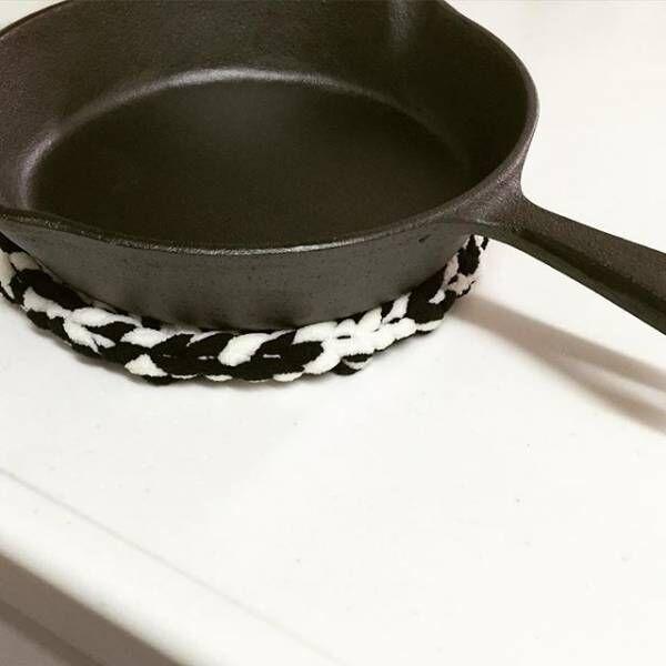 インテリアのアクセントになる!可愛い鍋敷きのディスプレイ実例♪