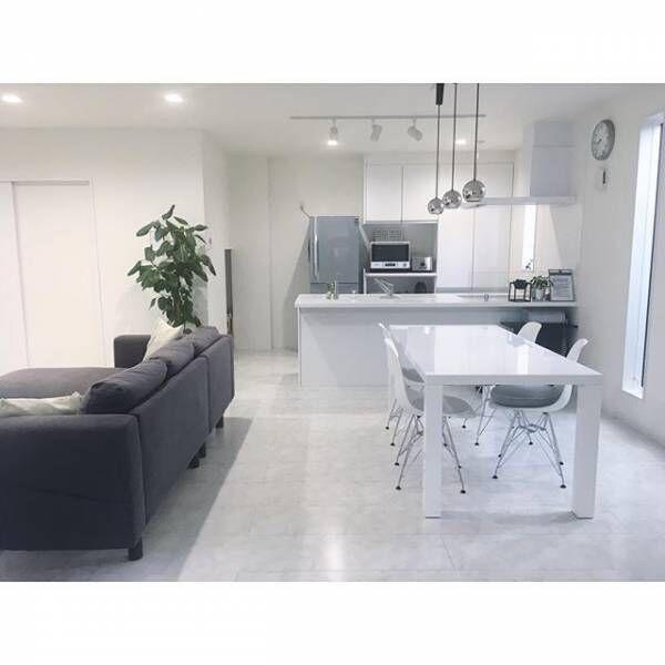 お部屋が明るく爽やかに!清潔感あふれる真っ白な家具のあるインテリア実例