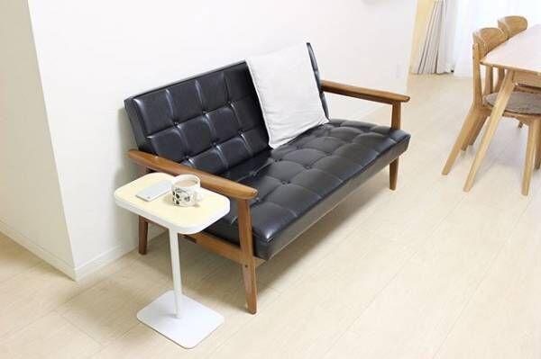 スッキリとしたフレームのソファ