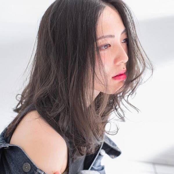 大人女子人気のアッシュ系♡透明感を出すアッシュカラーで魅せる揺れ髪スタイル