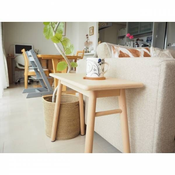 シンプルな木製のサイドテーブル