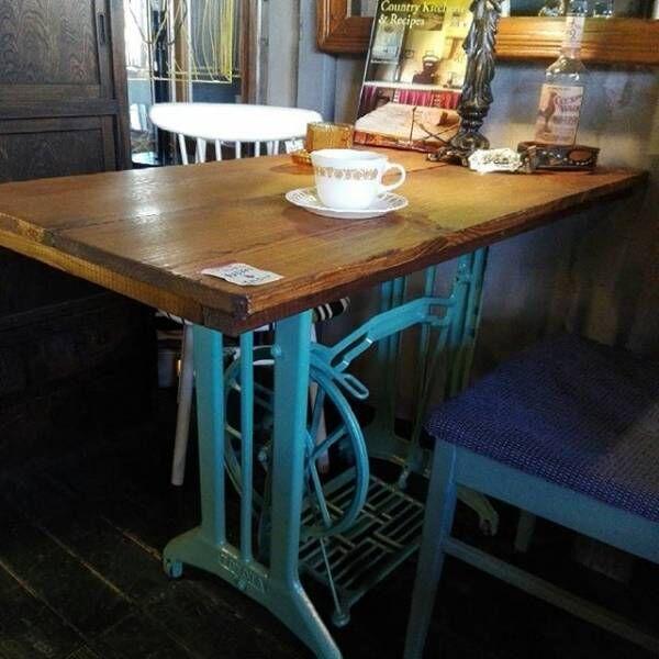 アンティークテーブルは部屋のイメージを決める大事なアイテム