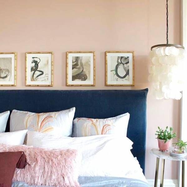 ギャラリーのようなお家に!海外インテリアから学ぶ絵画やポスターの飾り方