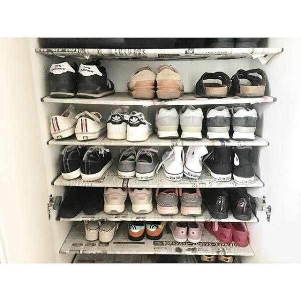 靴棚の汚れ防止に新聞紙