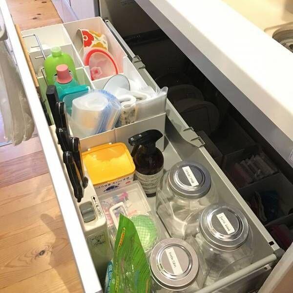 シンク下はキッチン周りの洗剤や清掃用品の収納場所に使える