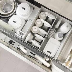 シンク下はキッチン周りの洗剤や清掃用品の収納場所に使える2