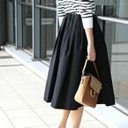上品レディを目指すなら♪ブラックのフレアスカートを大人っぽく着こなそう