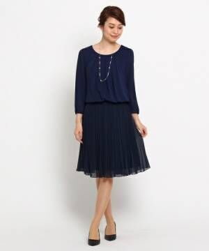ひらひらと揺れる裾が素敵♡プリーツスカートでフェミニンな大人女子コーデ♪