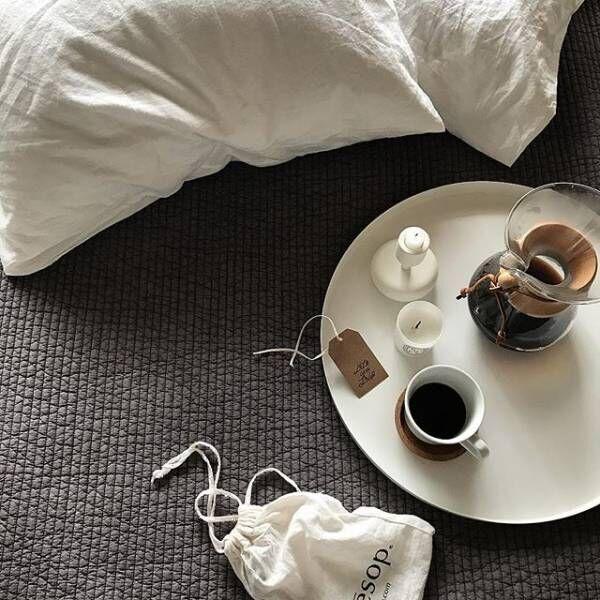 床で過ごす幸せな時間♡くつろぎのひと時を至極の幸せにする『ゴロ寝アイテム』