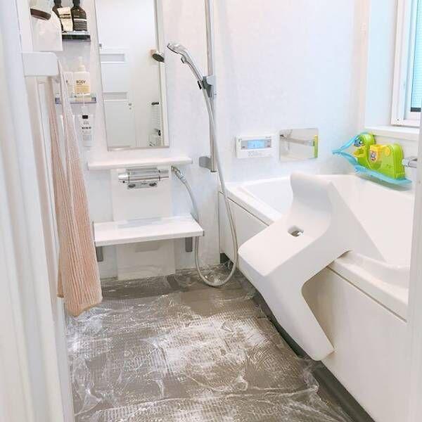 お風呂掃除がスルスルはかどる収納のコツ「吊るす・引っかける作戦」をマスターしよう♡