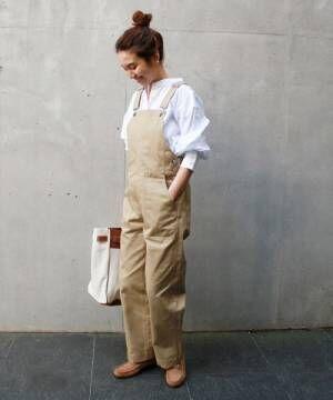 ただ着るだけじゃ物足りない!エレガントさを取り入れた白シャツ&ブラウスコーデ