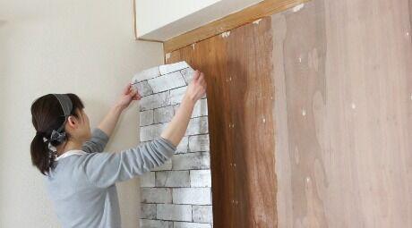 壁紙を使ったDIYで部屋の模様替えをしよう♪手軽なものから本格派までをご紹介!