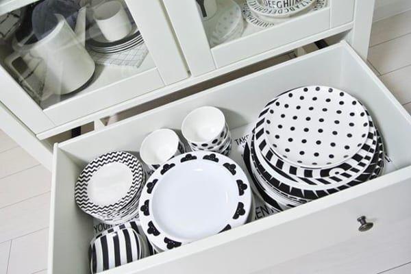 すぐに真似したいテク満載♡出し入れしやすく、おしゃれな食器棚の使い方15選