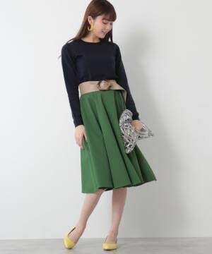 膝丈スカートを今年らしく着こなして♪抜け目ない大人女子コーデを完成させよう!