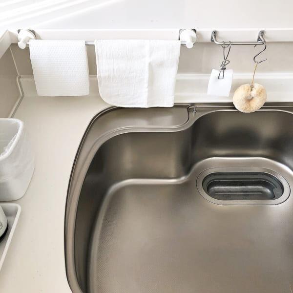 お掃除ラクラク♩水回りのごちゃごちゃは「掛ける・吊るす収納」でスッキリ清潔に♡