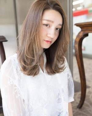 ミディアム・ロングが春風でほのかに揺れる♡アンニュイ揺れ髪スタイル