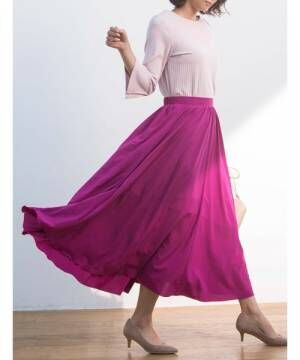 今着たいのは定番ピンクor人気のパープル?おしゃれさんが選ぶカラースカート特集♡