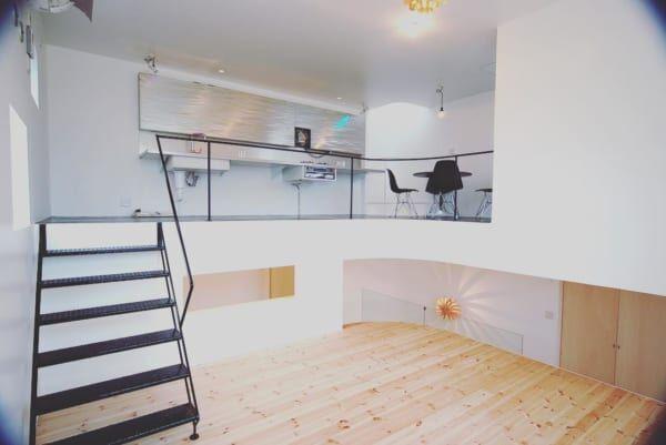 床の高さ変化で作り出す。立体的な広々おしゃれ空間のあるお家18選◎