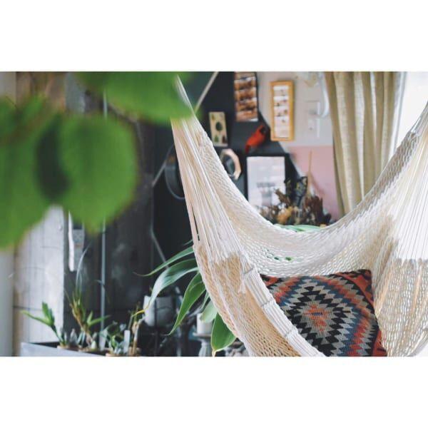 お家でゆらゆら癒しのリラックスタイムを♩ハンモックのある生活が素敵。