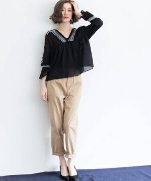 大人カジュアルにおすすめ!「ベイカーパンツ」を今年らしく穿きこなす素敵な着こなし術