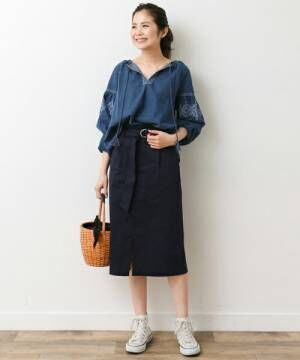 スカート丈は少し長めがマスト!絶妙丈のスカートを大人っぽく着こなすのがトレンドの鍵♪