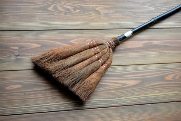 新たな魅力を再発見!インテリアにもなる「ほうきのある生活」でお掃除タイムをもっと楽しく快適に