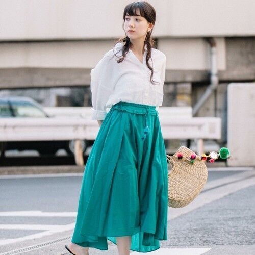 エレガントな雰囲気を演出!イレギュラーヘムスカートの今年らしい着こなし術15選