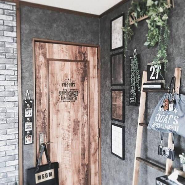 縦と横で雰囲気が変わる!おしゃれな板壁風壁紙&リメイクシート実例集♪