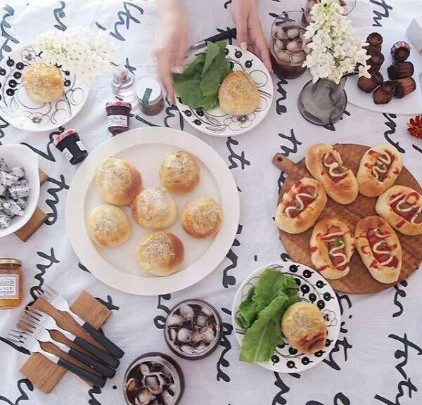 北欧フィンランドの名作!『アラビア社のパラティッシ』のある食卓風景