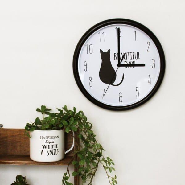 黒猫がアクセントの時計