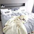 【連載】モノトーンでシンプルに。心落ち着く主寝室のベッド周り