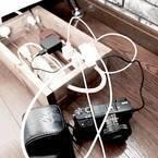 ケーブルのごちゃつきは隠してスッキリ!《電気コード》を賢く収納する方法をご紹介☆