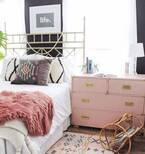 プライベート空間をおしゃれに演出♪「寝室」にベッド以外に置きたいものまとめ