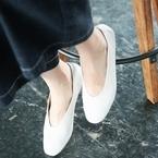 今買うならこれ♡足元から軽やかになる!ホワイト系ブーツ&パンプスコーデ集