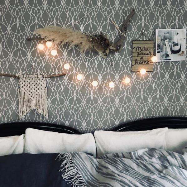 ニトリの寝具とアートパネル