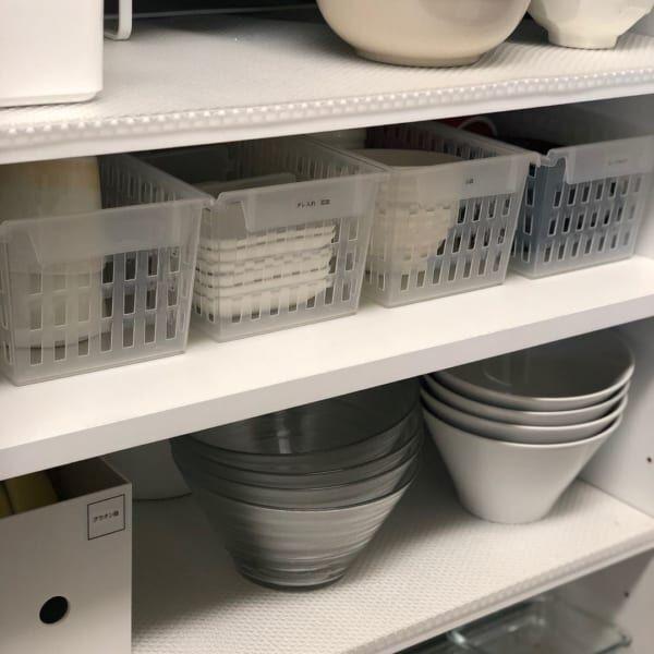 小さなお皿は取っ手付きケースで引き出し収納に