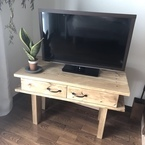 サイズもデザインも自由自在に!部屋にあったテレビラックをDIY
