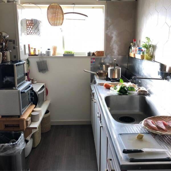 レトロなキッチンが主役♡お料理上手さんの古道具を取り入れた個性的なインテリア
