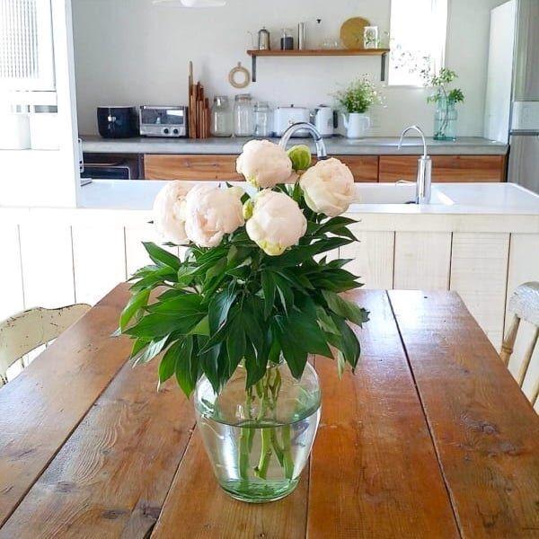 お花とフラワーベースはどんな組み合わせにする?植物のある暮らしで生活を豊かに♪
