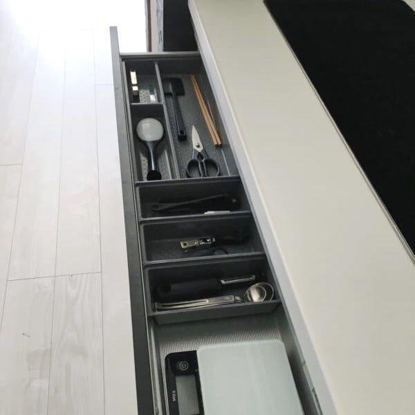 【連載】IHヒーター下の引き出し内に注目!モノトーンのキッチン雑貨収納