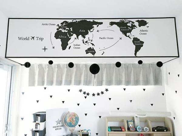 世界地図がおしゃれなモノトーンの壁
